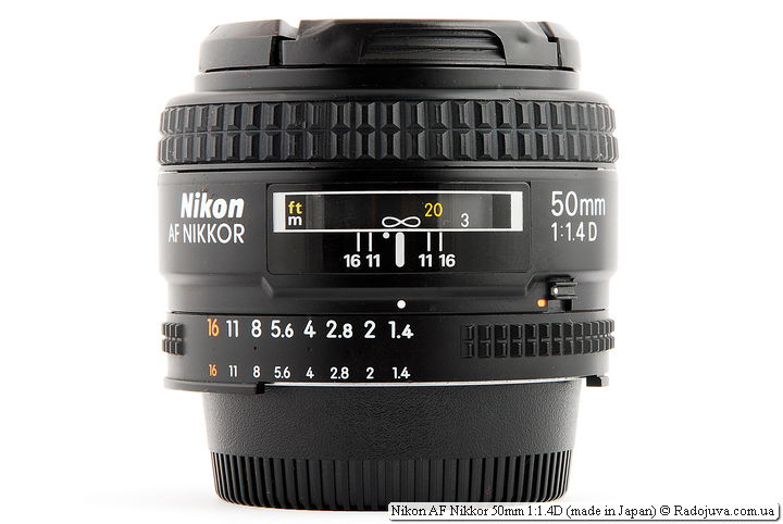 Nikon AF Nikkor 50mm 1: 1.4D (made in Japan) when focusing on infinity