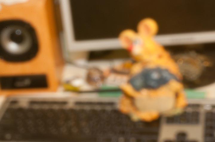 Фото на пинхол. Фото на консервную банку. игрушка мышка