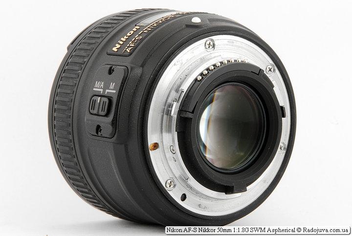 Вид задней линзы объектива Nikon AF-S Nikkor 50mm 1:1.8G SWM Aspherical