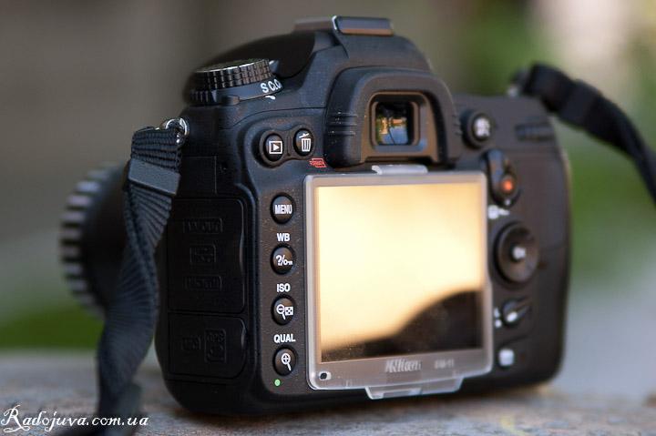Обзор Nikon D7000 body. Вид камеры сзади. Основная панель кнопок.