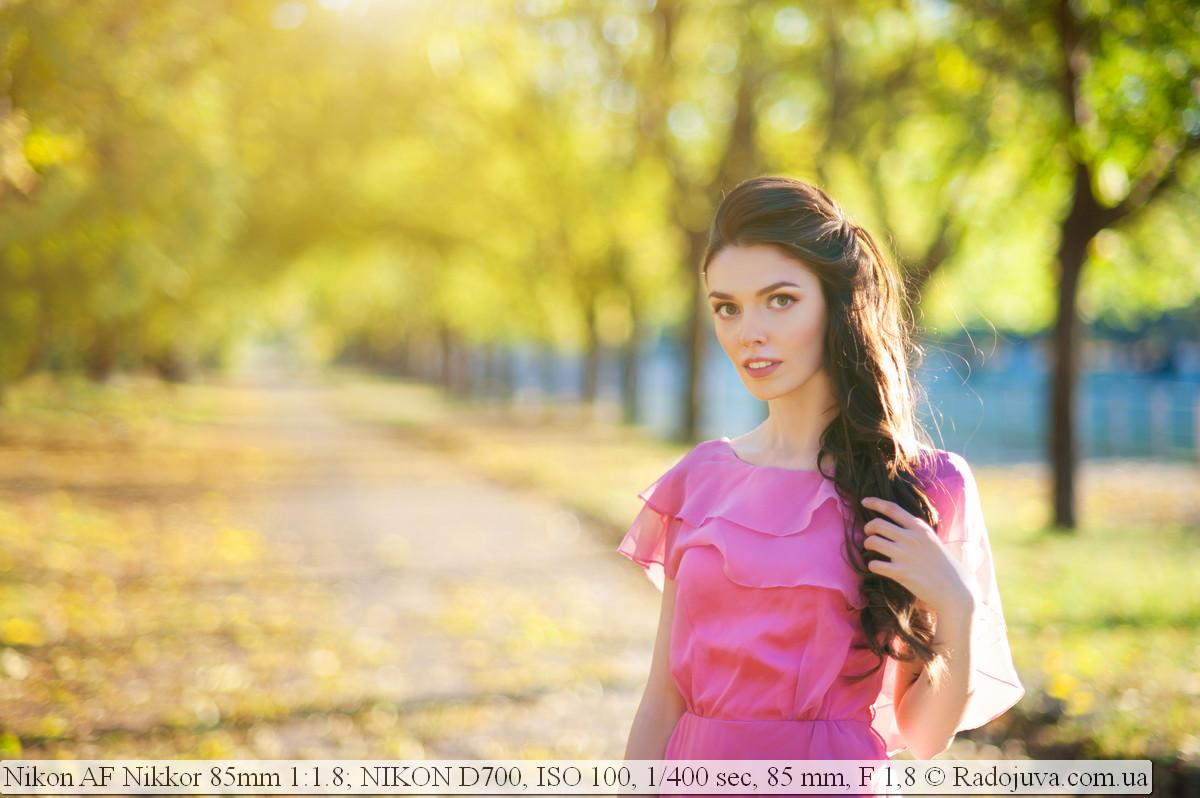 Портрет с ярко выраженным размытием дальнего плана. Снято на Nikon D700 и объектив Nikon AF Nikkor 85mm 1:1.8