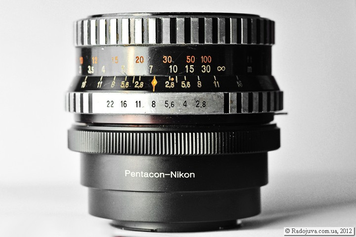 Вид объектива Carl Zeiss Jena Biometar 2.8/80 с переходником на Nikon