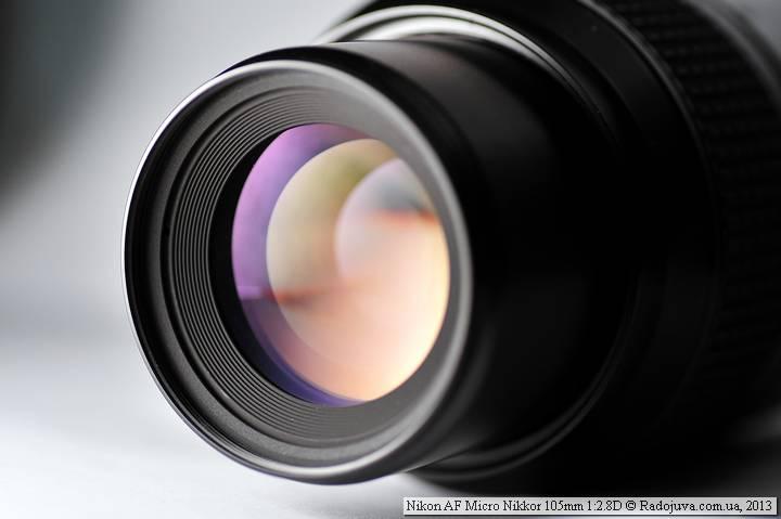 Вид просветления передней линзы объектива Nikon AF 105 mm f 2.8 D Micro Nikkor