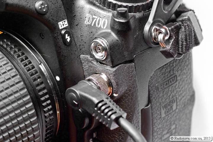 Крепление пульта MC-30 на камере Nikon D700