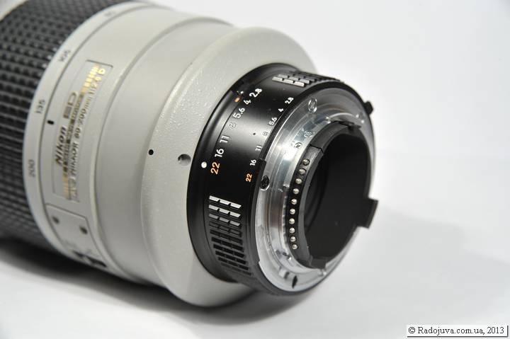 Nikon 80-200 f2.8 AF-s. Вид кольца управления диафрагмой и контактом микропроцессора
