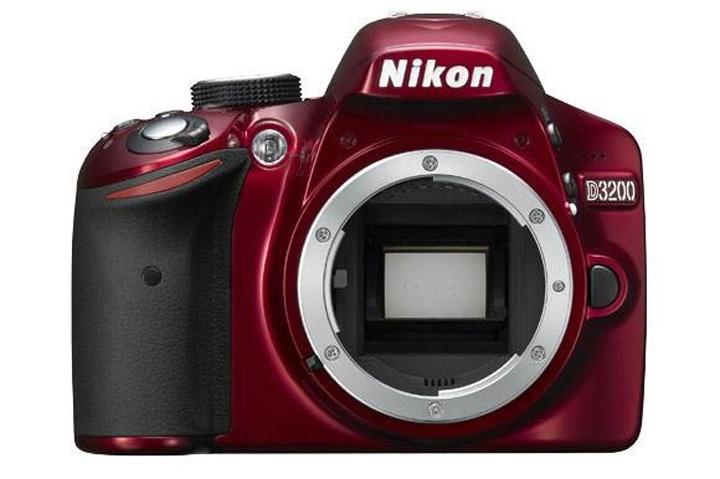 Можно приобрести камеру Nikon D3200в красном корпусе