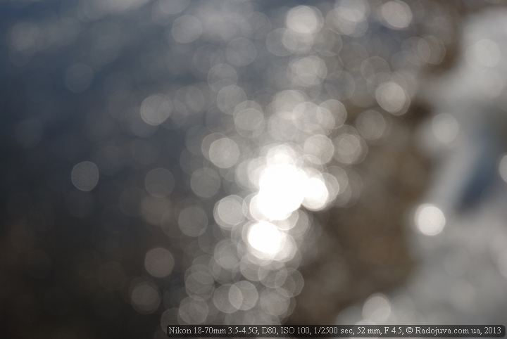 Bokeh lens. The rounded aperture blades make almost even circles in the blur zone.
