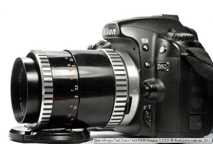 Вид объектива Carl Zeiss Jena DDR Sonnar 3,5/135 на современной камере