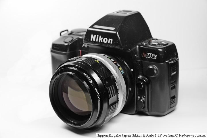 На камере Nikon 85/1.8