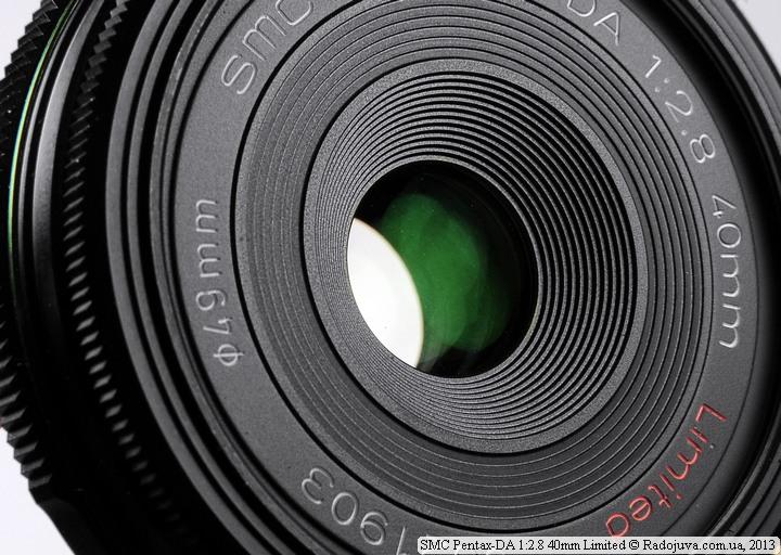 Вид передней линзы SMC Pentax-DA 1:2.8 40mm