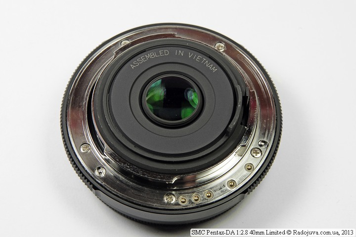 Pentax SMC-DA 40mm f/2.8 Limited виз сзади