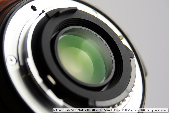 Просветление задней линзы объектива Nikon 18-140mm VR