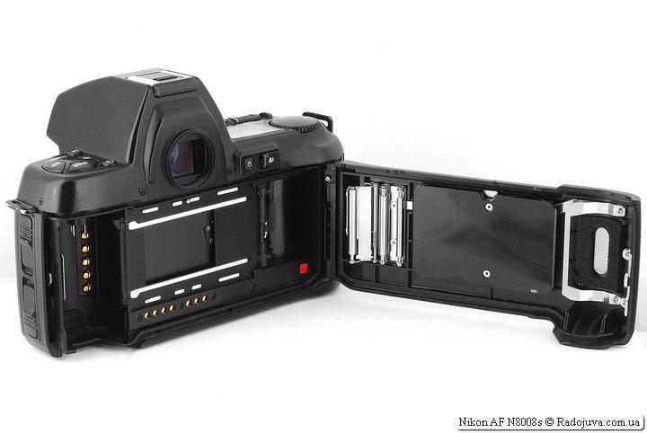 Nikon AF N8008s, отсек для пленки