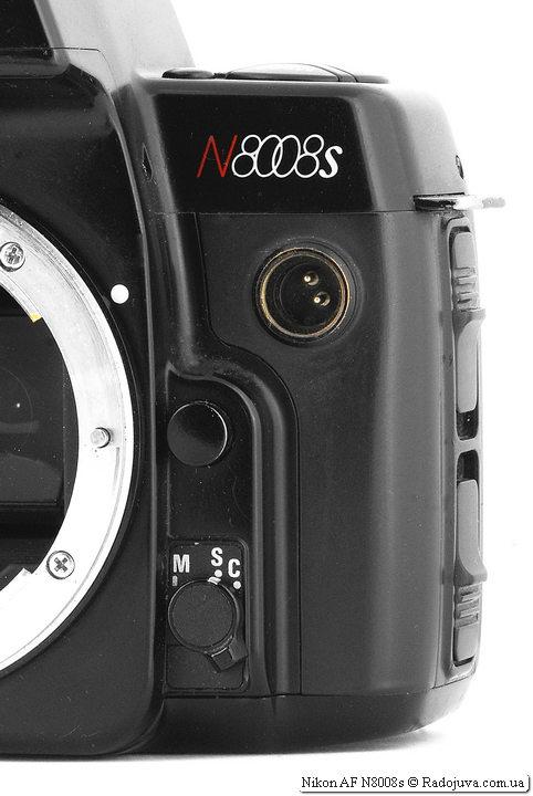 Переключатель режиа фокусировки и разъем синхронизации Nikon AF N8008s