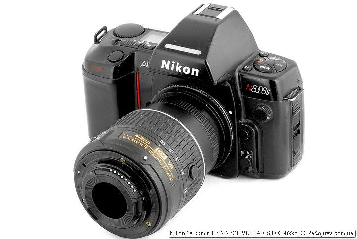 Вид Nikon 18-55mm 1:3.5-5.6GII VR II AF-S DX Nikkor на ЗК, объектив установлен задом наперед