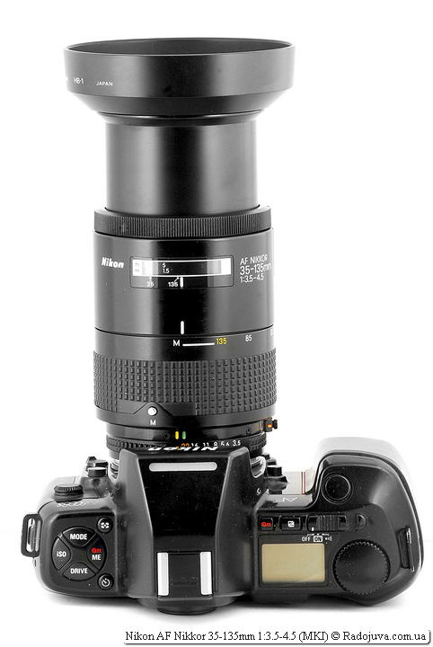 Nikon AF Nikkor 35-135mm 1:3.5-4.5 (MKI) с родной блендой HB-1