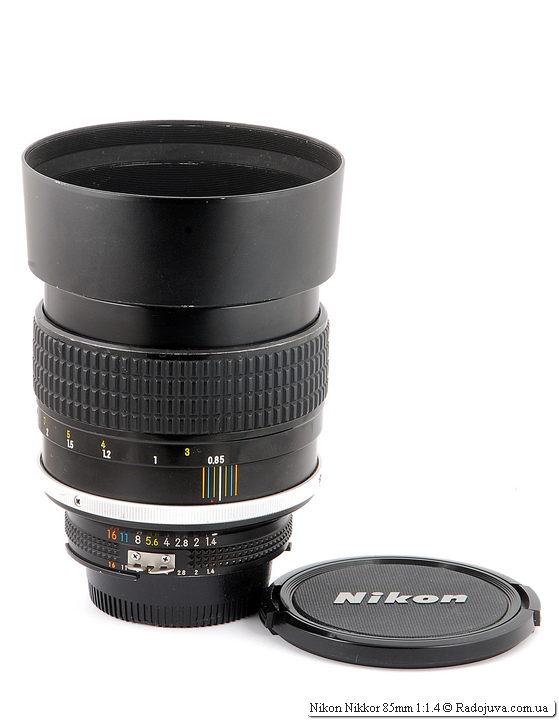 Nikon Nikkor 85mm 1:1.4 с блендой и родной крышкой старого образца