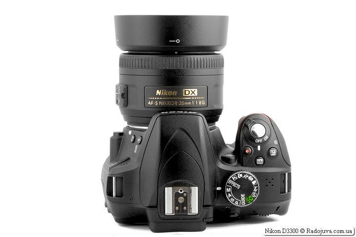 Nikon D3300 с объективом Nikon DX AF-S Nikkor 35mm 1:1.8G SWM Aspherical и блендой