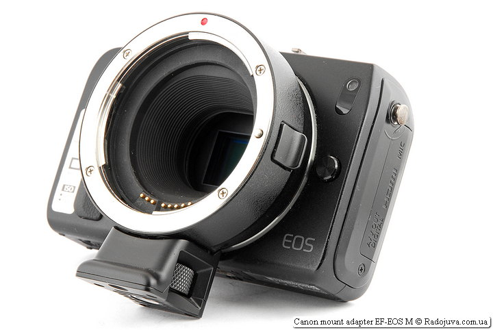 Так выглядит Canon mount adapter EF-EOS M на камере Canon EOS M