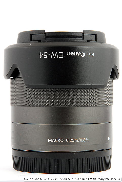 Canon Zoom Lens EF-M 18-55mm 1:3.5-5.6 IS STM с блендой в режиме транспортировки