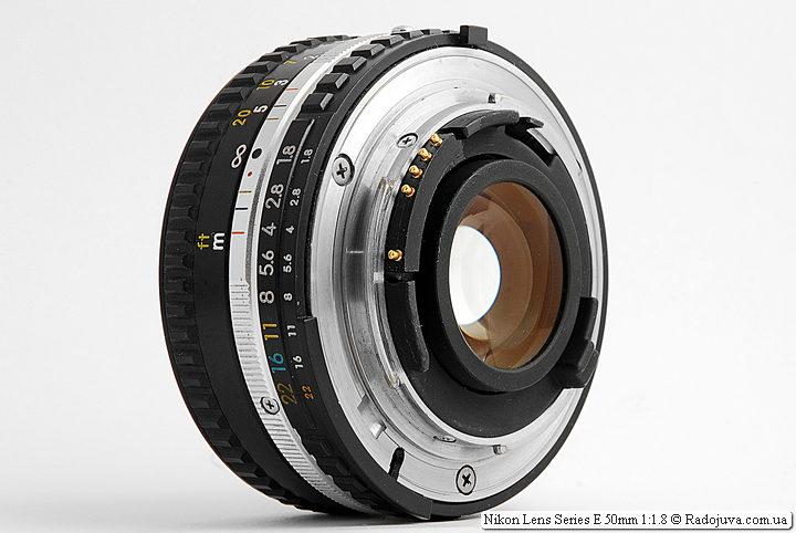 Задняя линза Nikon Lens Series E 50mm 1:1.8 (MKII) с приклеенным Одуванчиком Лушникова