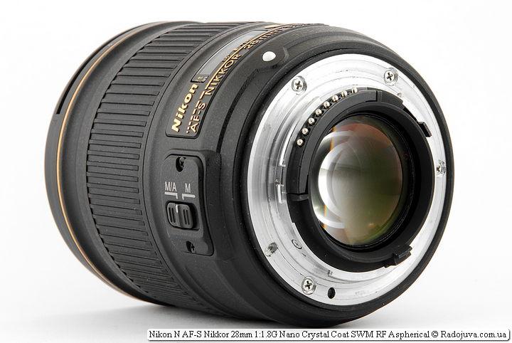 View of Nikon N AF-S Nikkor 28mm 1: 1.8G Nano Crystal Coat SWM RF Aspherical from the bayonet side
