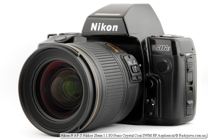 View of the Nikon N AF-S Nikkor 28 mm 1.8 G Nano Crystal Coat SWM RF Aspherical lens on the camera