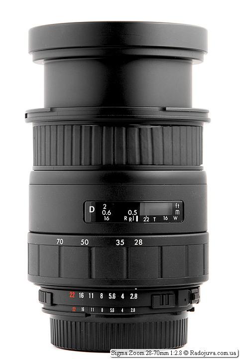 Sigma Zoom 28-70mm 1:2.8 с максимальной длиной хобота (28 мм фокусного расстояния и фокусировка на МДФ)