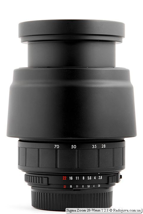 Sigma Zoom 28-70mm 1:2.8 с блендой в режиме транспортировки