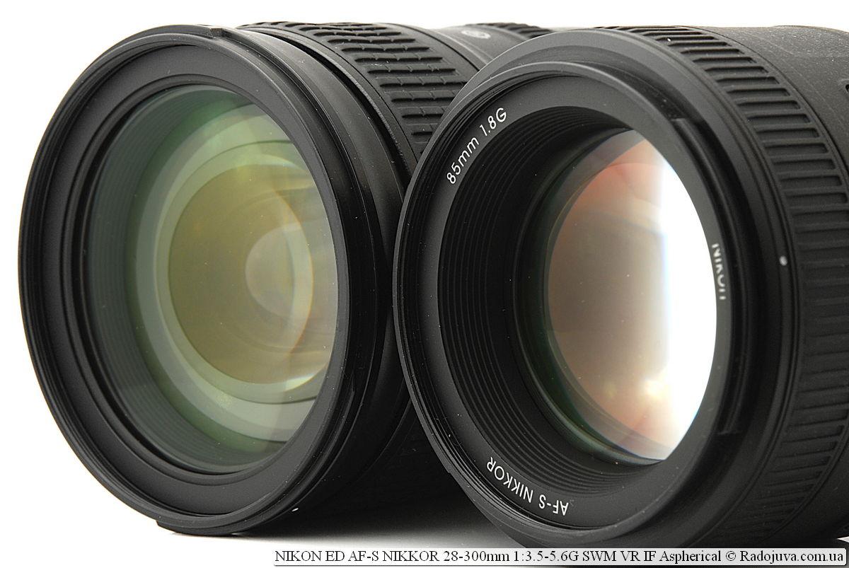Передние линзы объективов Nikon ED AF-S NIKKOR 28-300mm 1:3.5-5.6G SWM VR IF Aspherical и Nikon AF-S Nikkor 85mm 1:1.8G IF SWM (справа)