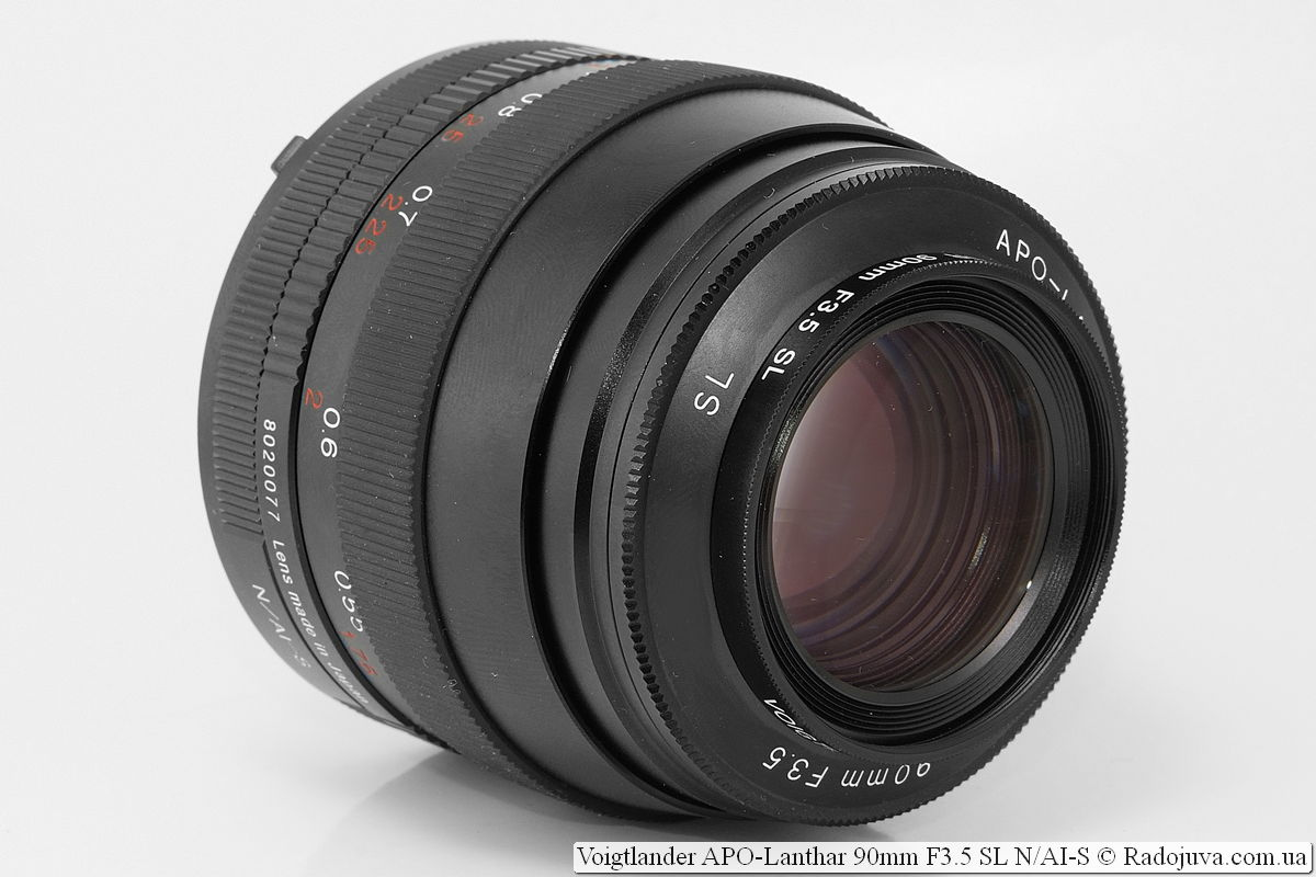 Voigtlander APO-Lanthar 90mm F3.5 SL N/AI-S, макронасадка Voigtlander Close-up Lens for 90mm F3.5 SL установлена в первую часть составной бленды