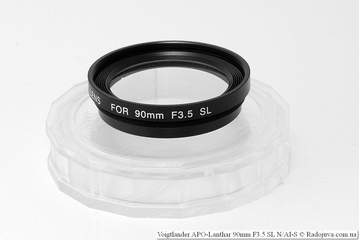 Макро-насадка Voigtlander Close-up Lens for 90mm F3.5 SL и коробча для нее