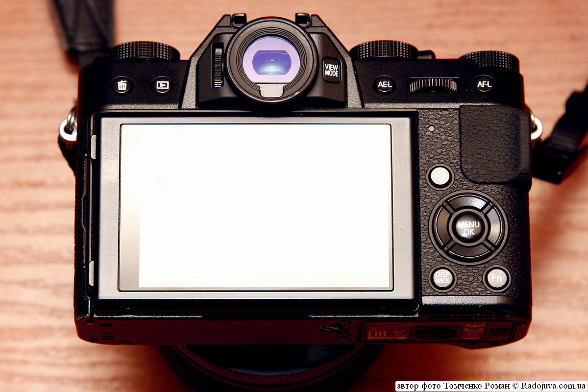 органы управления Fujifilm Finepix X-T10 (задняя панель)