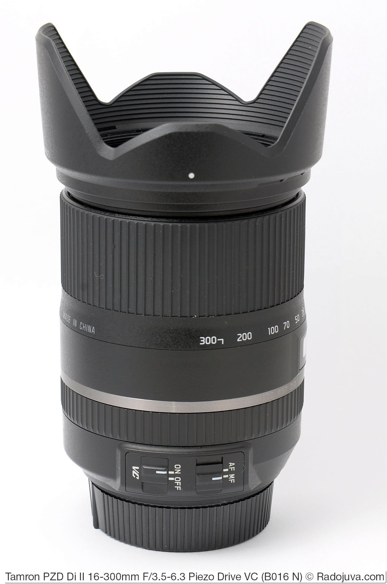 Tamron 16-300mm F/3.5-6.3 Di II PZD VC Model B016 с блендой HB016