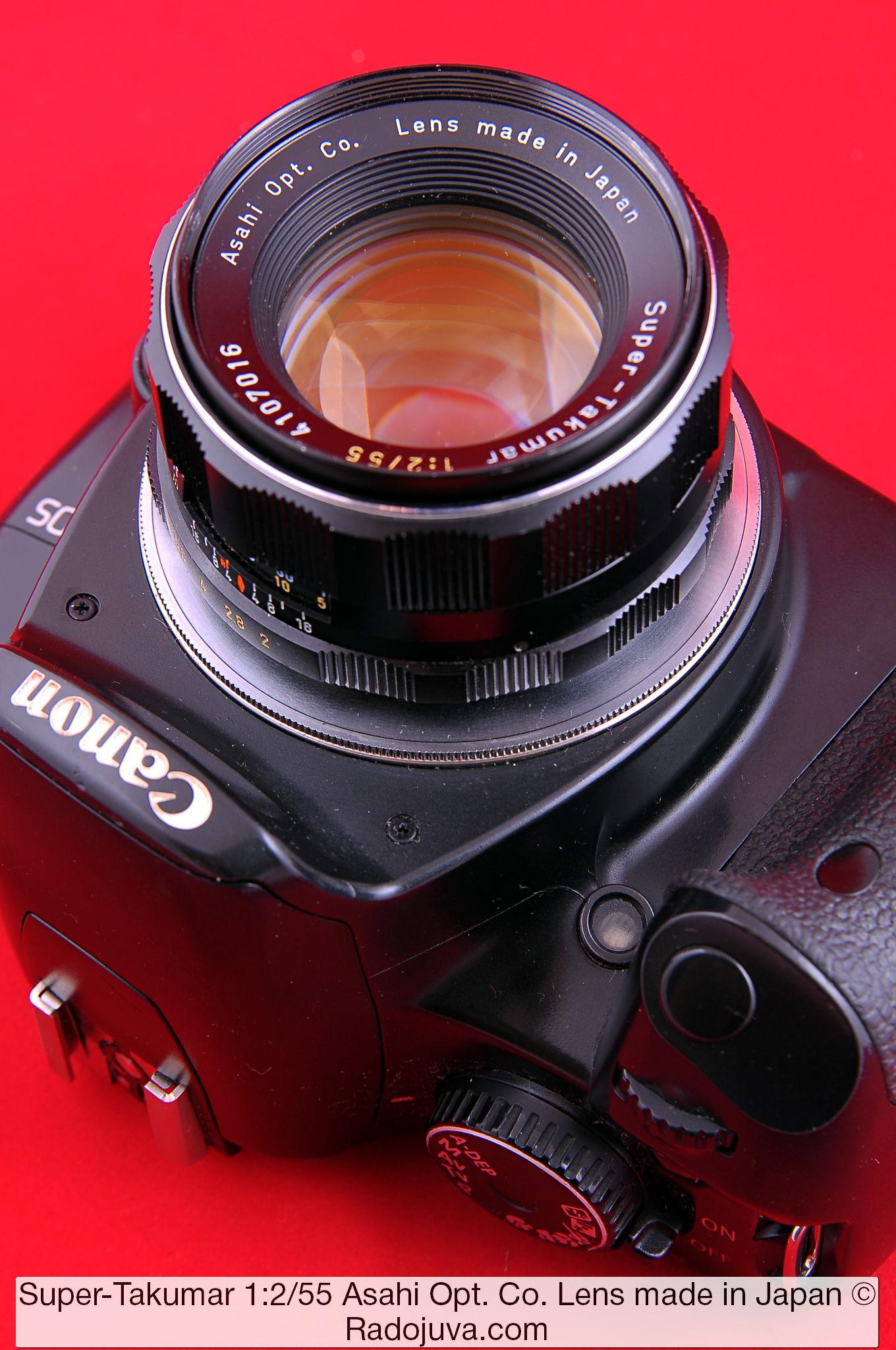 Объектив Super-Takumar 1:2/55 Asahi Opt. Co. Lens made in Japan. Объектив показан на цифровом зеркальном фотоаппарате Canon EOS DIGITAL Rebel XSi. Установка объектива на фотоаппарат осуществлена с помощью переходника M42-Canon EOS с чипом.