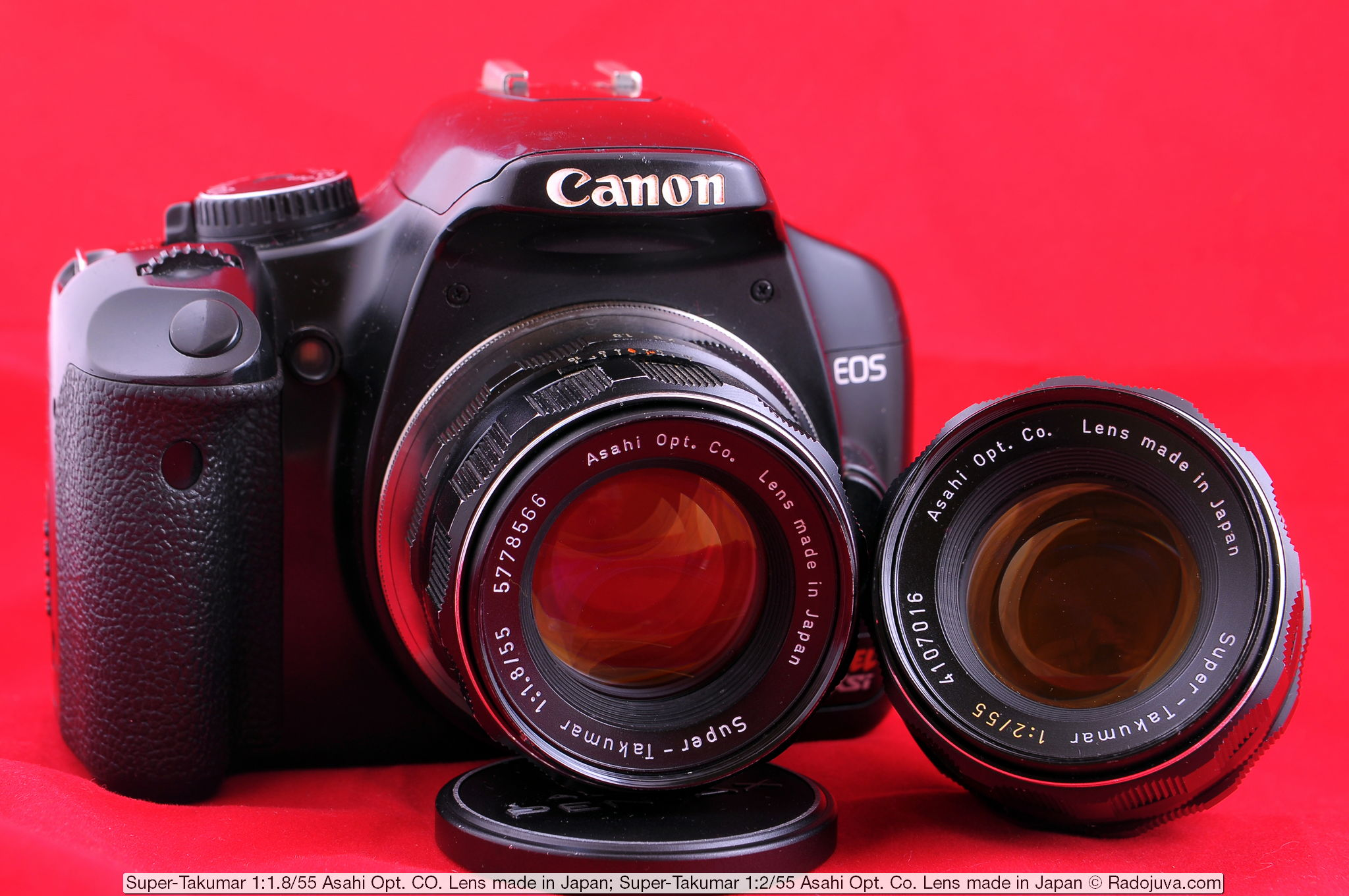 Объектив Super-Takumar 1:1.8/55 Asahi Opt. Co. Lens made in Japa на цифровом зеркальном фотоаппарате Canon EOS DIGITAL Rebel XSi. Установка объектива на фотоаппарат осуществлена с помощью переходника M42-Canon EOS с чипом. Рядом находится объектив Super-Takumar 1:2/55 Asahi Opt. Co. Lens made in Japan