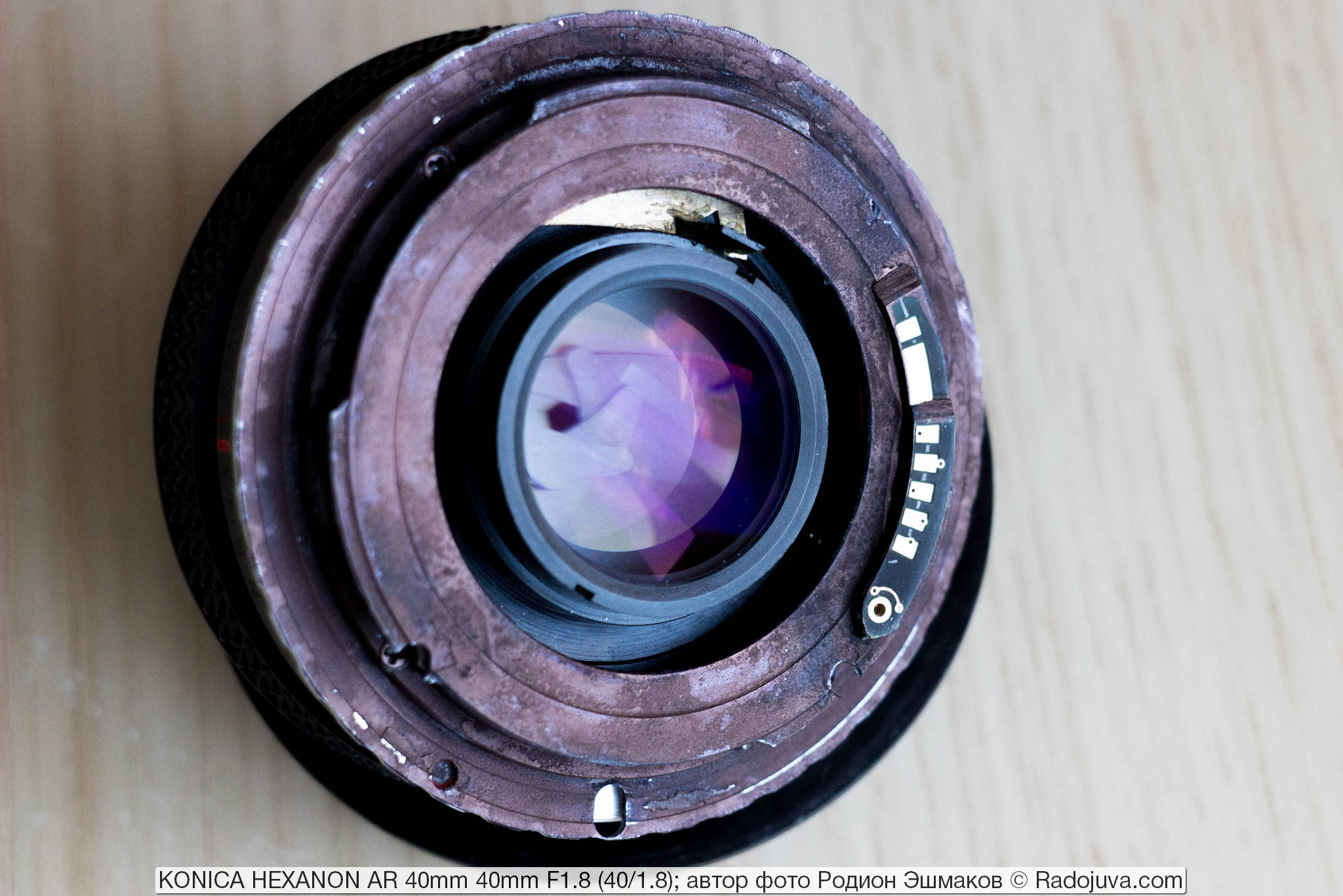 Rear view of the adapted lens. The plate of the brass diaphragm drive is visible.