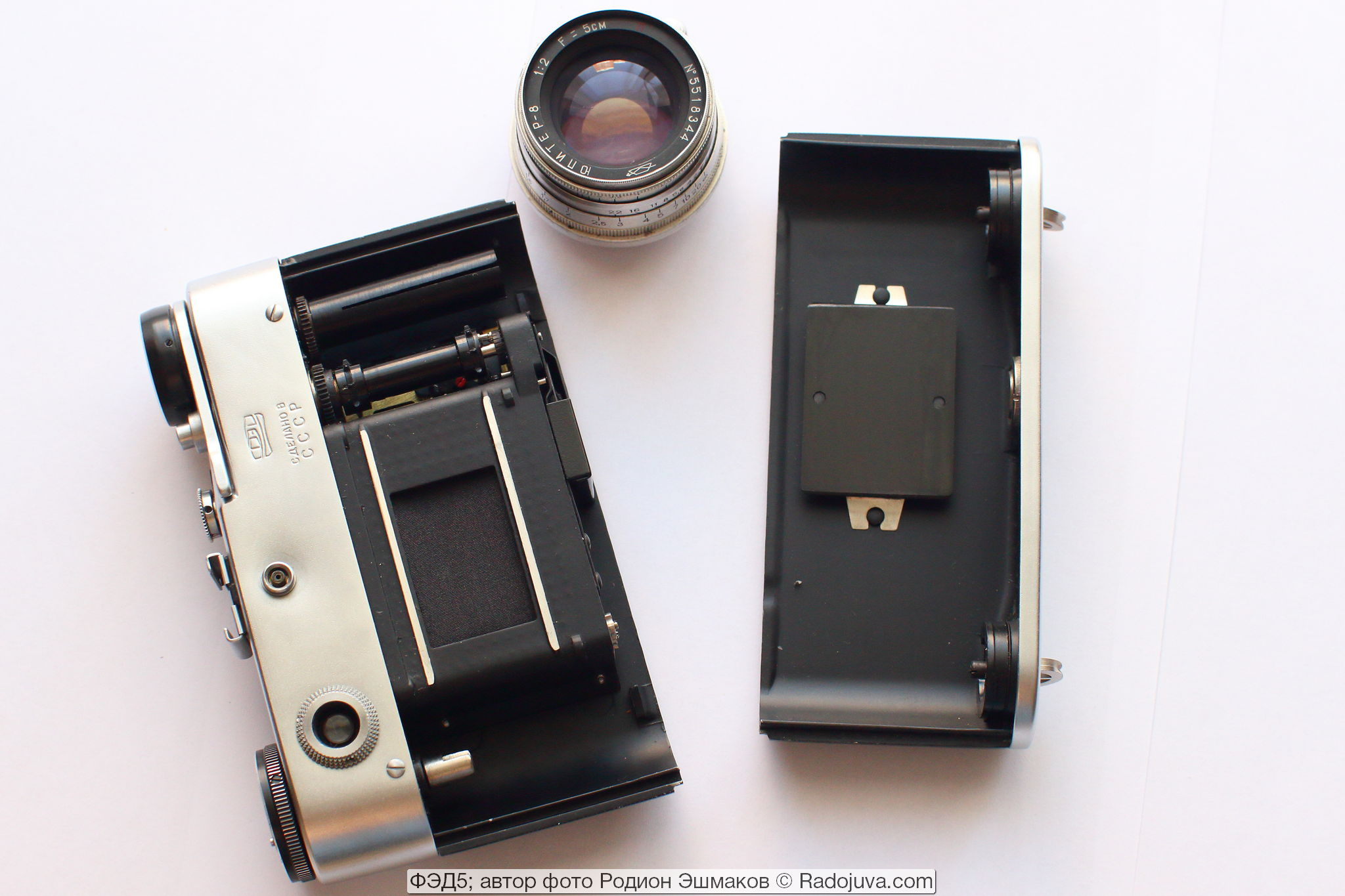 FED-5 with the back cover and lens removed