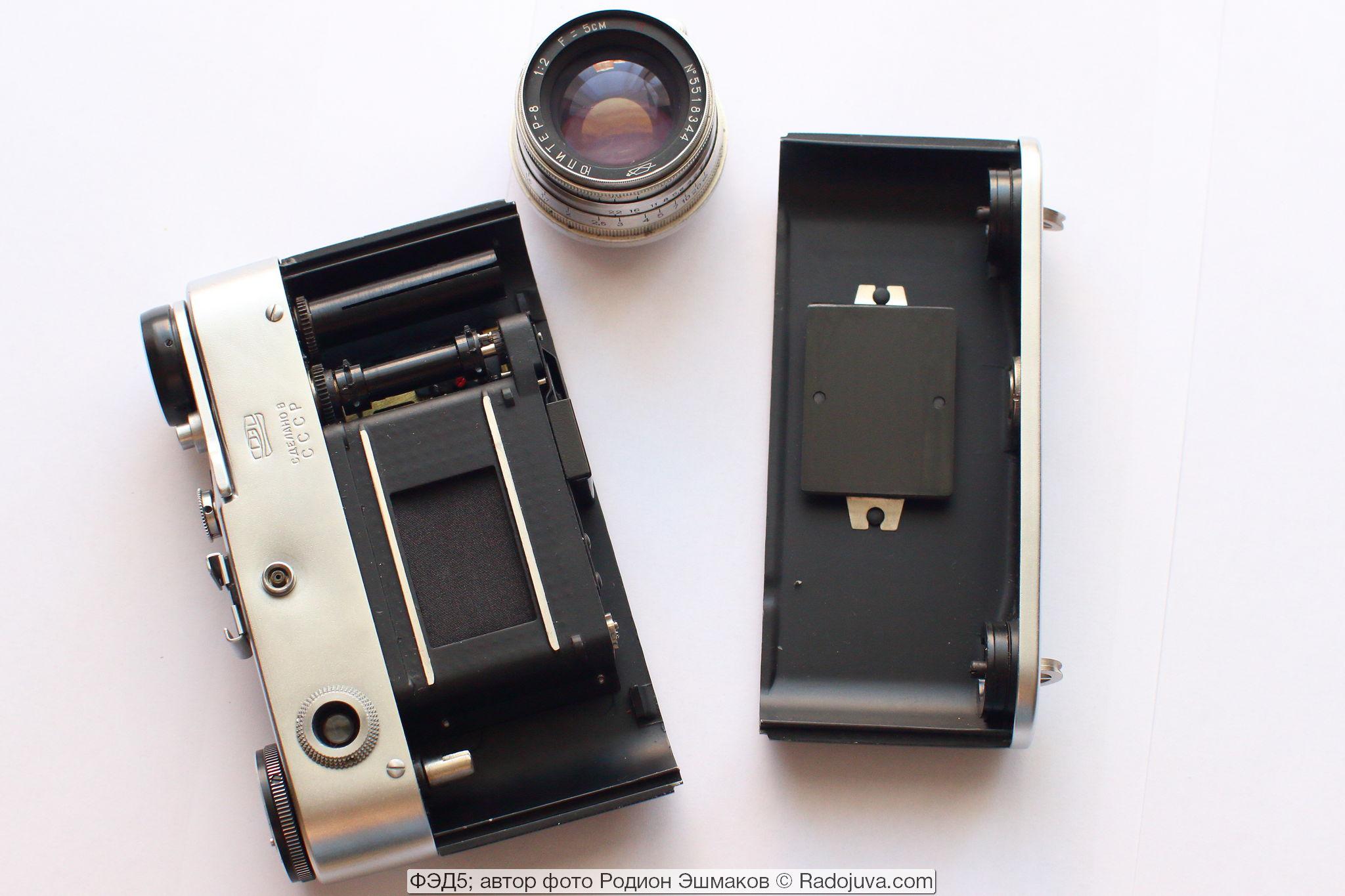 ФЭД-5 со снятыми задней крышкой и объективом