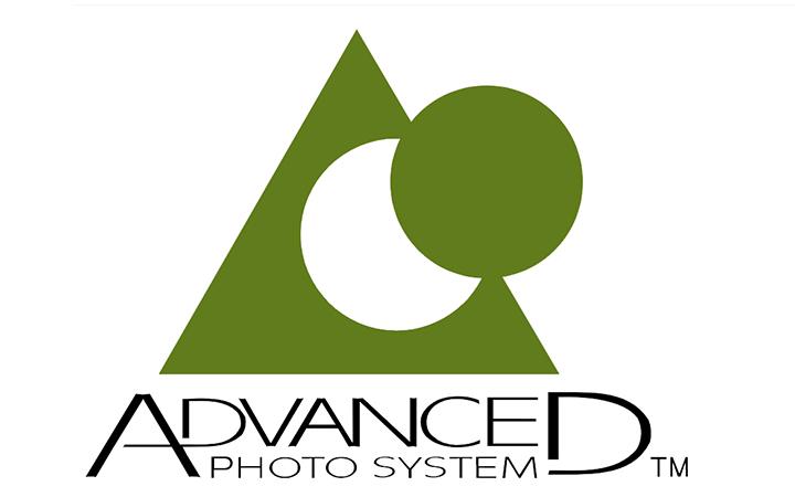 Лототип APS, который находится на объективе Nikon IX-NIKKOR 60-180mm 1:4-5.6