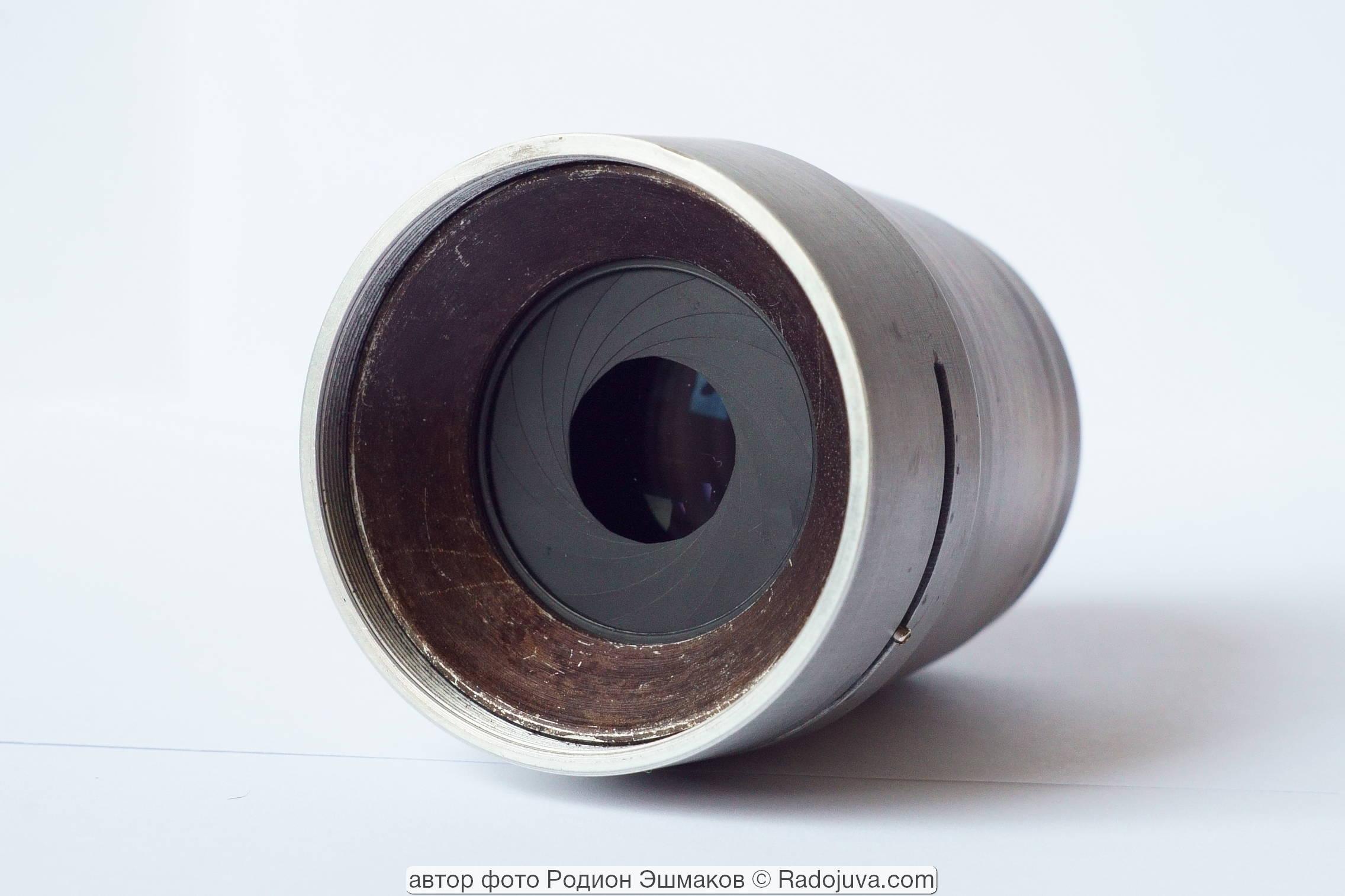 Предлинзовая диафрагма объектива. Черный цвет титульного кольца – результат кустарного химического оксидирования.