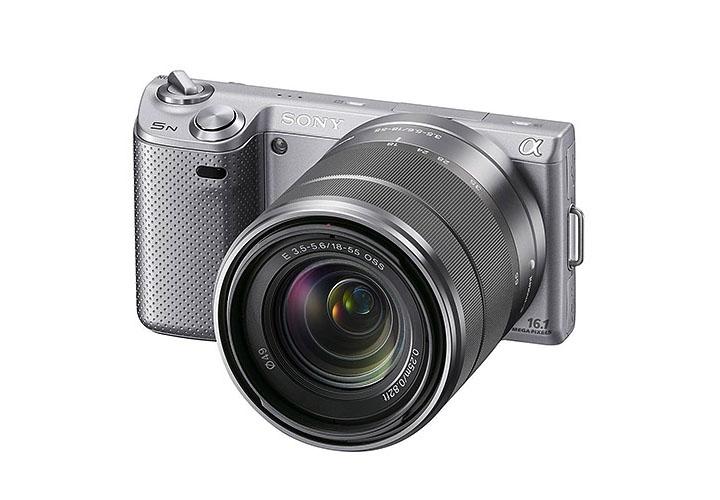 Sony E 3.5-5.6/18-55 OSS. Объектив показан на камере Sony NEX-5N