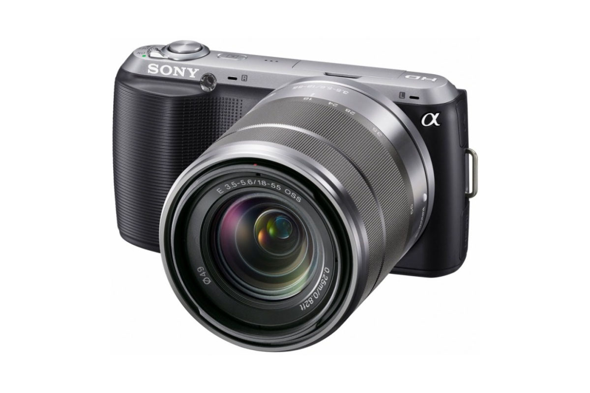 Sony E 3.5-5.6/18-55 OSS. Объектив показан на камере Sony NEX-C3