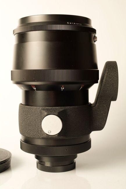 Вид оригинальной штативной лапки объектива. Фото из Сети.
