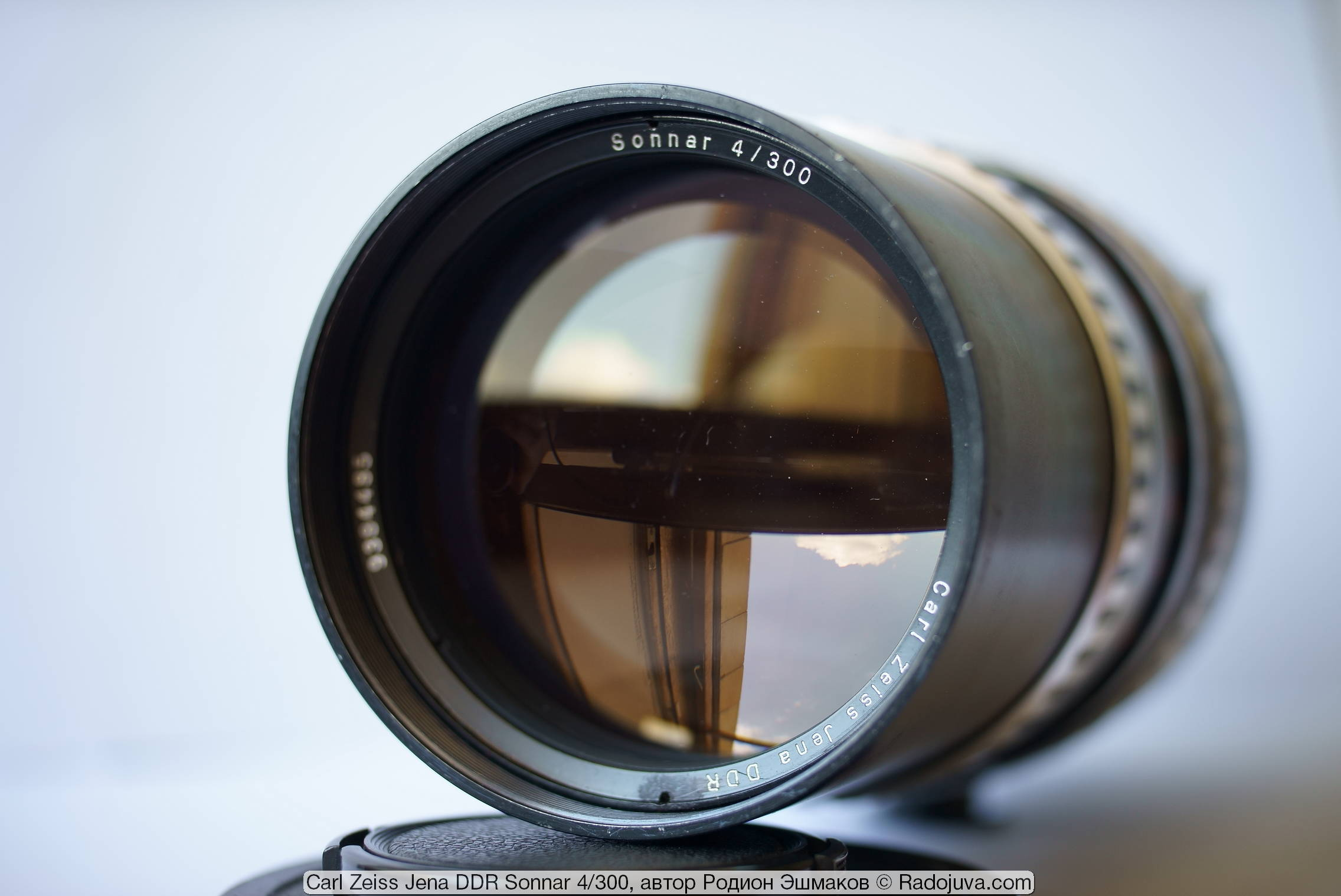 View of the Sonnar 4/300 from the front of the lens.