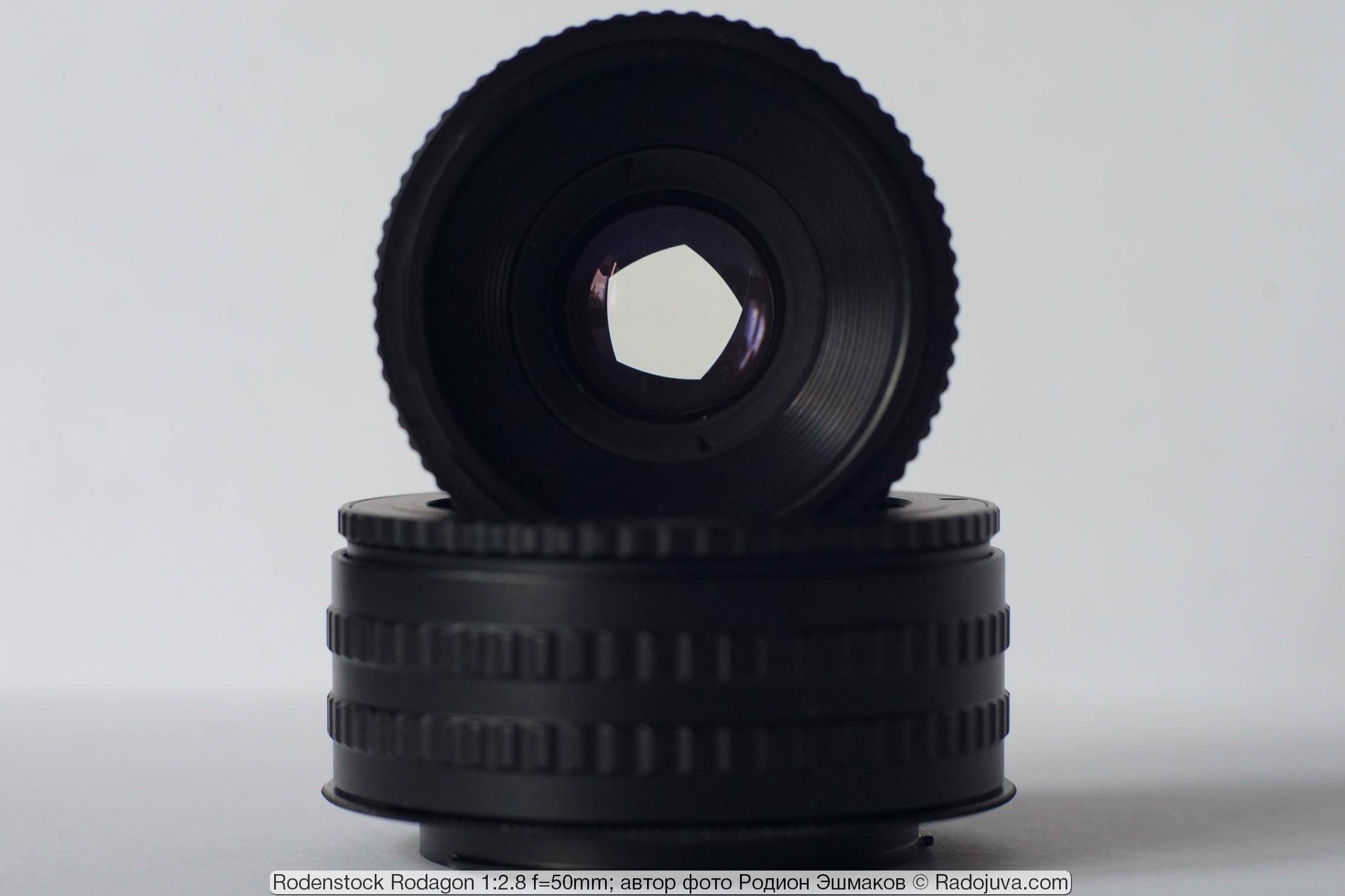 Вид объектива на просвет при прикрытой диафрагме.