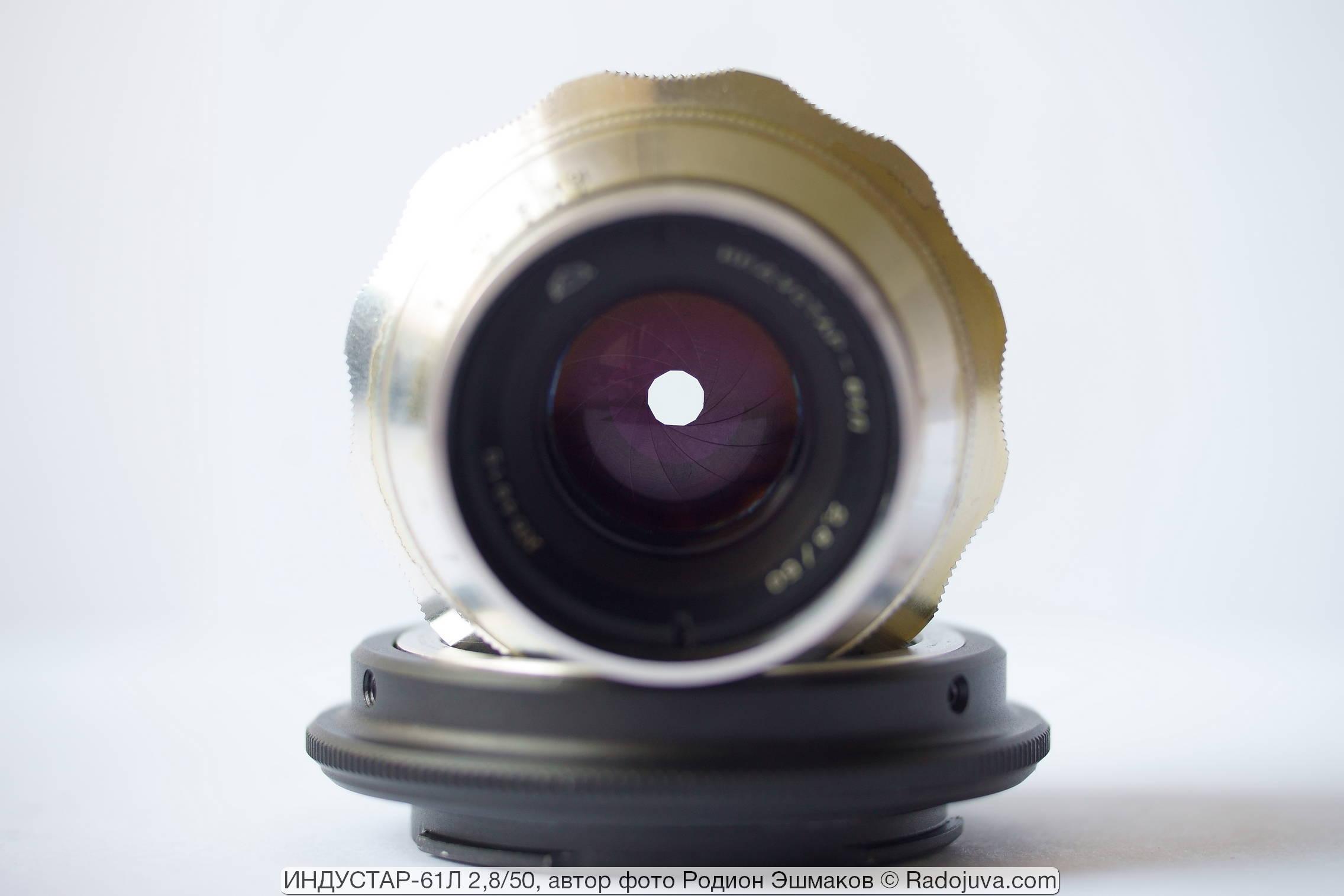 Входной зрачок Индустар-61Л всегда имеет круглую форму благодаря 12 лепесткам диафрагмы.
