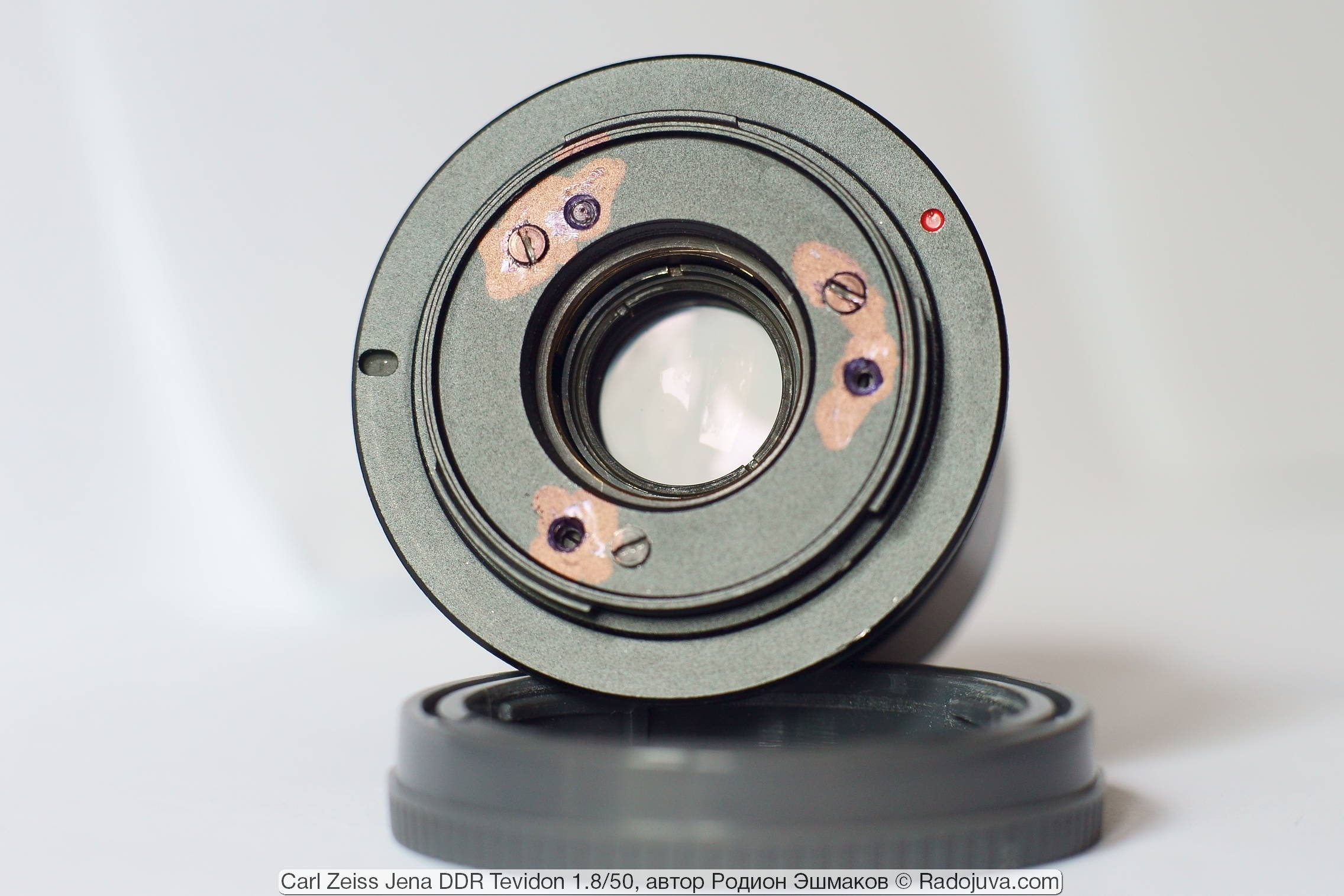 Вид адаптированного Tevidon 50/1.8 со стороны байонета E.