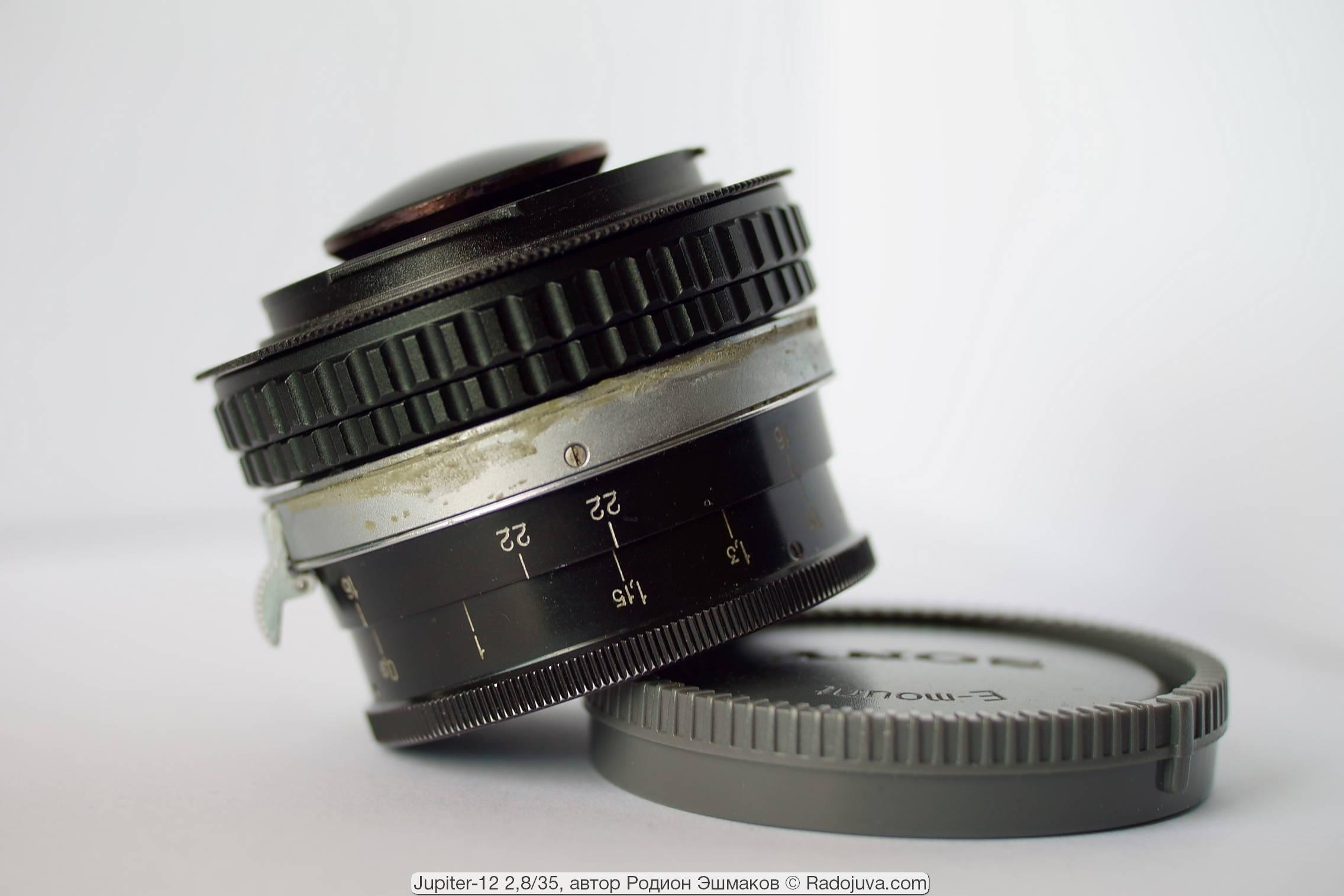 Задняя линза Юпитер-12 выпирает за плоскость байонета Sony E.