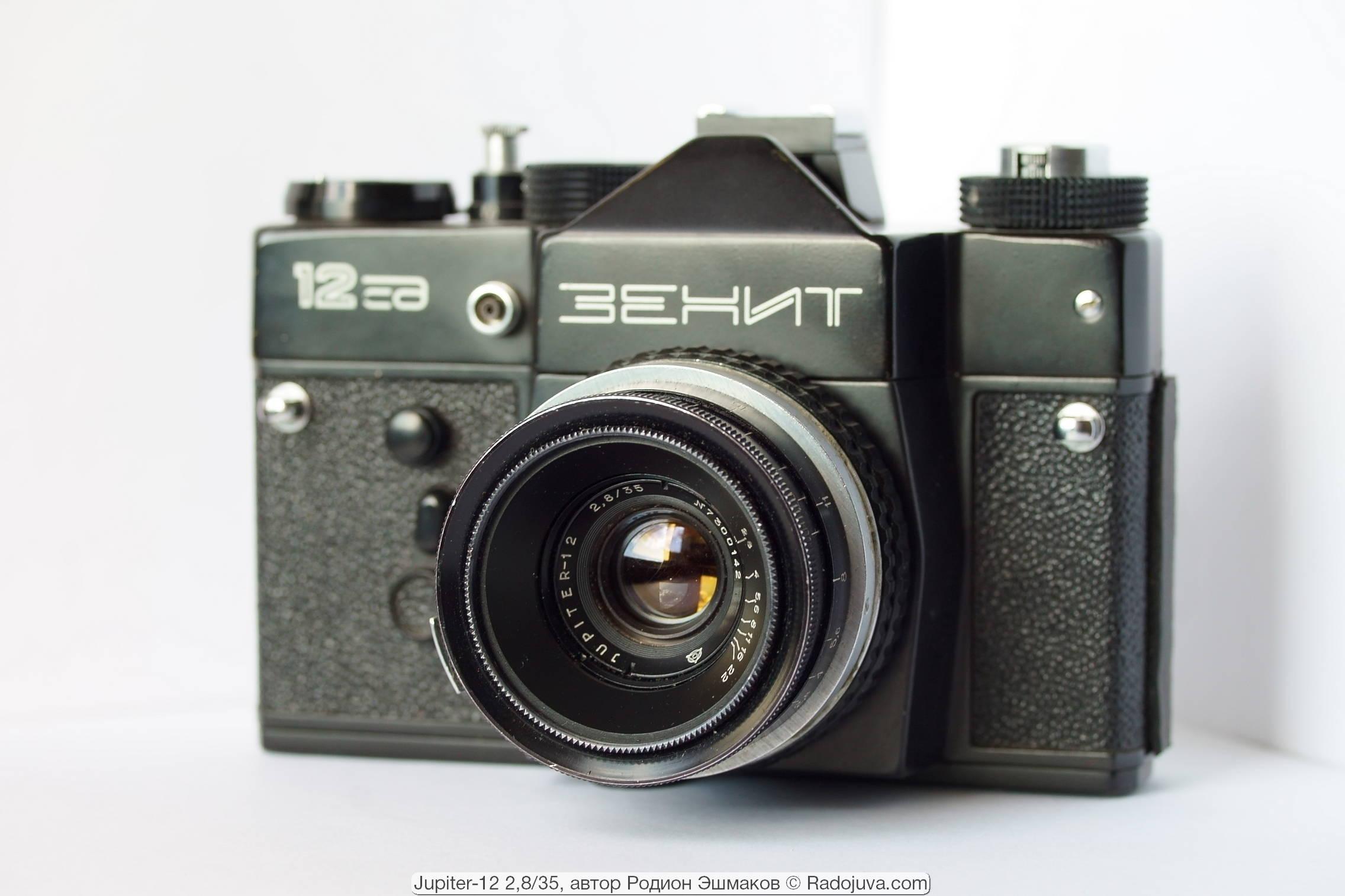 Юпитер-12 позирует для Радоживы на камере «Зенит-12СД», которая отдаленно похожа на современные камеры Sony ILCE 7 :) Как и зачем? – Читайте в этой статье.